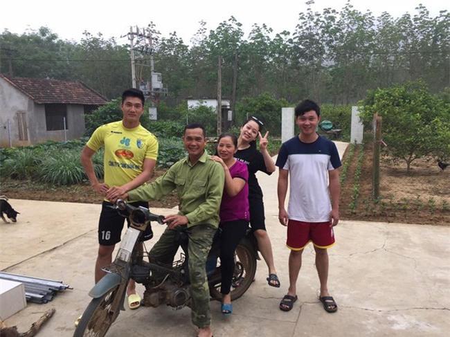 Này chị em, ngoài hot boy Tiến Dũng, U23 Việt Nam còn 1 chàng thủ môn dự bị rất đẹp trai và ngầu nhé - Ảnh 13.