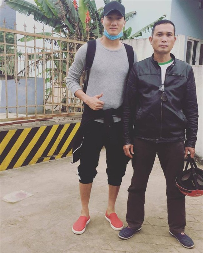 Này chị em, ngoài hot boy Tiến Dũng, U23 Việt Nam còn 1 chàng thủ môn dự bị rất đẹp trai và ngầu nhé - Ảnh 14.