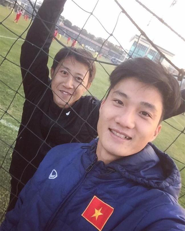 Này chị em, ngoài hot boy Tiến Dũng, U23 Việt Nam còn 1 chàng thủ môn dự bị rất đẹp trai và ngầu nhé - Ảnh 3.
