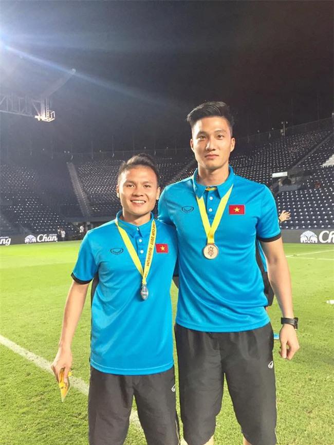 Này chị em, ngoài hot boy Tiến Dũng, U23 Việt Nam còn 1 chàng thủ môn dự bị rất đẹp trai và ngầu nhé - Ảnh 4.