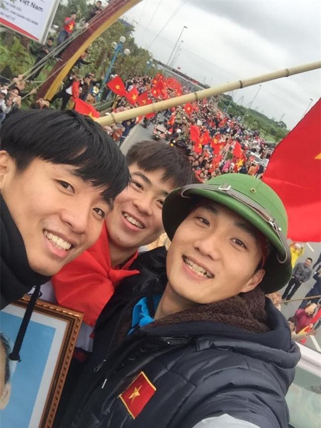 Này chị em, ngoài hot boy Tiến Dũng, U23 Việt Nam còn 1 chàng thủ môn dự bị rất đẹp trai và ngầu nhé - Ảnh 5.