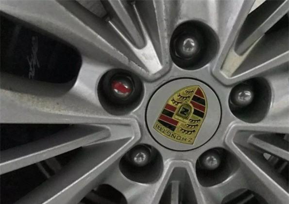 Logo nhìn thoáng qua rất giống của Porsche nhưng thực tế là của một hãng xe Trung Quốc