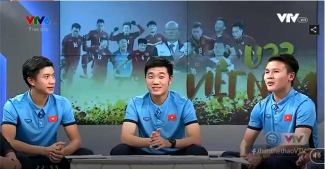 Clip Quang Hải kể về giây phút ăn mừng chiến thắng một mình trong phòng kiểm tra... doping! - Ảnh 1.