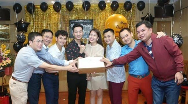 Xuân Bắc, Tự Long cùng dàn sao đến mừng sinh nhật MC Thành Trung-4