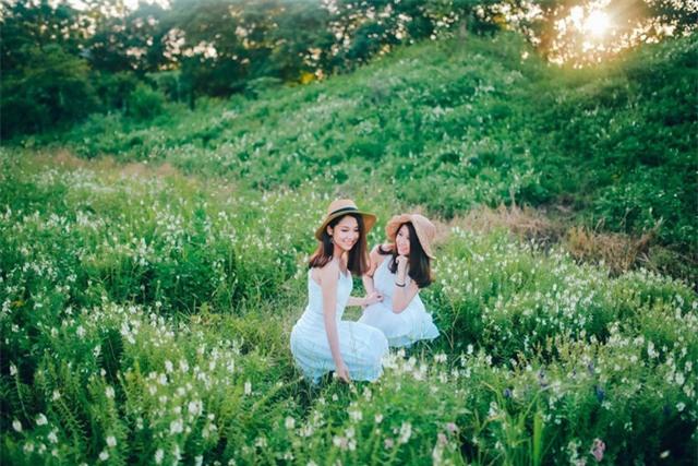 Vẻ đẹp trong trẻo như tranh của cặp chị em song sinh 9X hiện là du học sinh tại Nga.