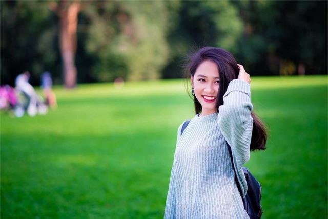 Quỳnh Anh tự nhận mình là người sống trầm tính, hướng nội.
