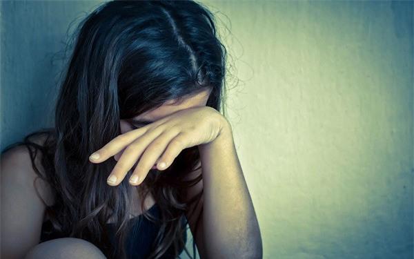 Không cam lòng ở nhà vì sống lệ thuộc nhưng vừa xin được việc vài ngày thì tôi bị chồng đánh - Ảnh 2.