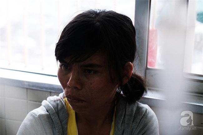 """Tâm sự của người vợ bỏ con ở quê, vào viện chăm chồng bị bệnh: """"Sáng nào con cũng nhịn đói đi học"""" - Ảnh 3."""