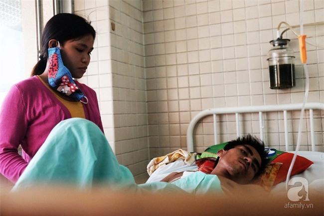 """Tâm sự của người vợ bỏ con ở quê, vào viện chăm chồng bị bệnh: """"Sáng nào con cũng nhịn đói đi học"""" - Ảnh 4."""