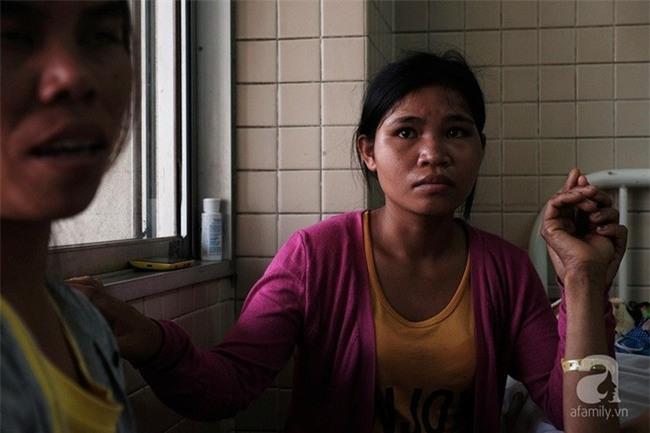 """Tâm sự của người vợ bỏ con ở quê, vào viện chăm chồng bị bệnh: """"Sáng nào con cũng nhịn đói đi học"""" - Ảnh 8."""