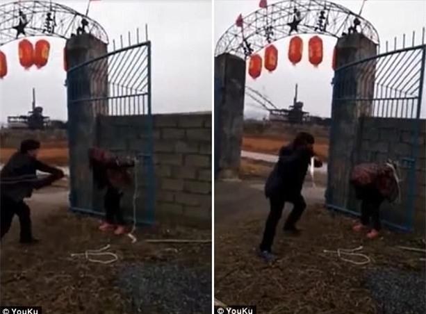 Ăn trộm chó, người phụ nữ bị bắt trói, đánh đập trước mặt đám đông - Ảnh 1.