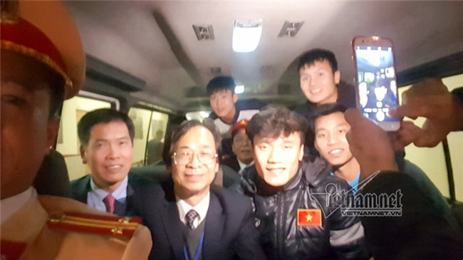 Bí mật chiếc xô trên xe chở U23 Việt Nam từ Nội Bài về Hà Nội