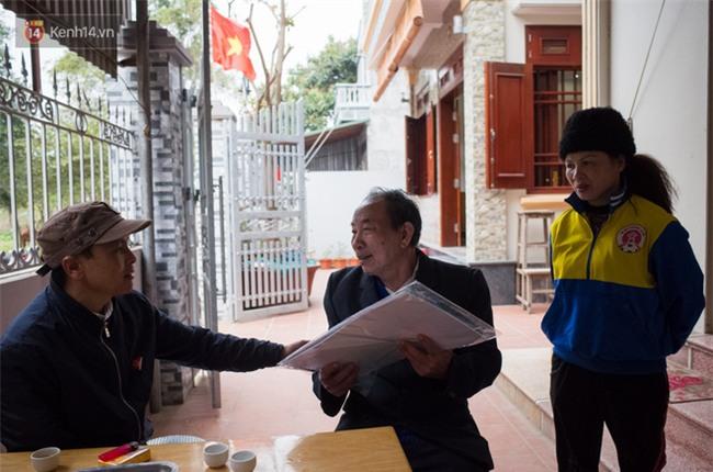 """Chuyện cụ ông 69 tuổi bắt xe ôm, xe buýt gần 100km đến nhà bố mẹ Quang Hải để tặng một món quà """"đặc biệt"""" - Ảnh 3."""