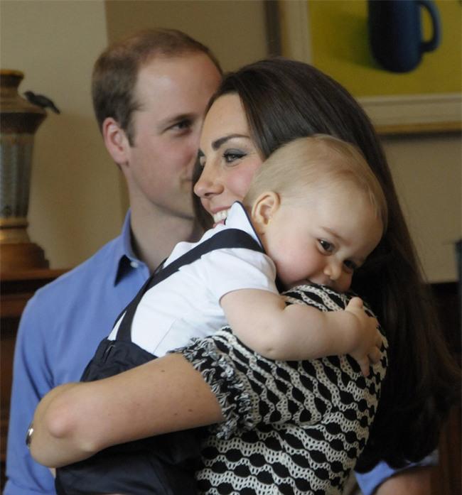 Những điểm chung thú vị trong cách nuôi dạy con của Công nương Diana và Kate Middleton - Ảnh 2.