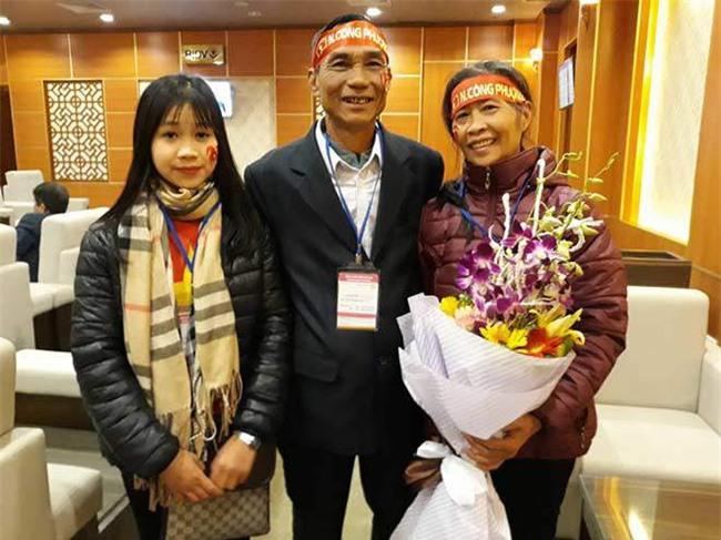cong phuong – u23 vn ve que: ca lang vay kin, tat bat tiep khach - 1