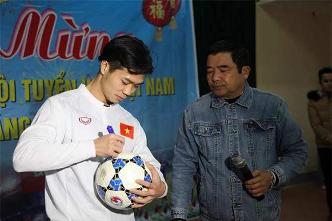 cong phuong – u23 vn ve que: ca lang vay kin, tat bat tiep khach - 5
