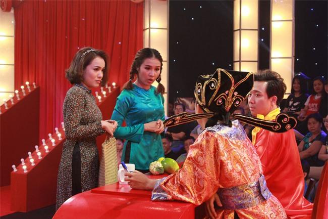 Thách thức danh hài: 2 cô gái rao bánh pía phong cách mẹ thiên hạ khiến Trấn Thành không thể nhịn cười - Ảnh 8.