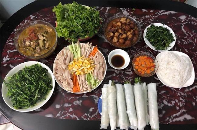 Cao thủ đi chợ Hà Nội chỉ 4,5 triệu/tháng cho nhà 4 người mà bữa nào cũng như đại tiệc - Ảnh 2.
