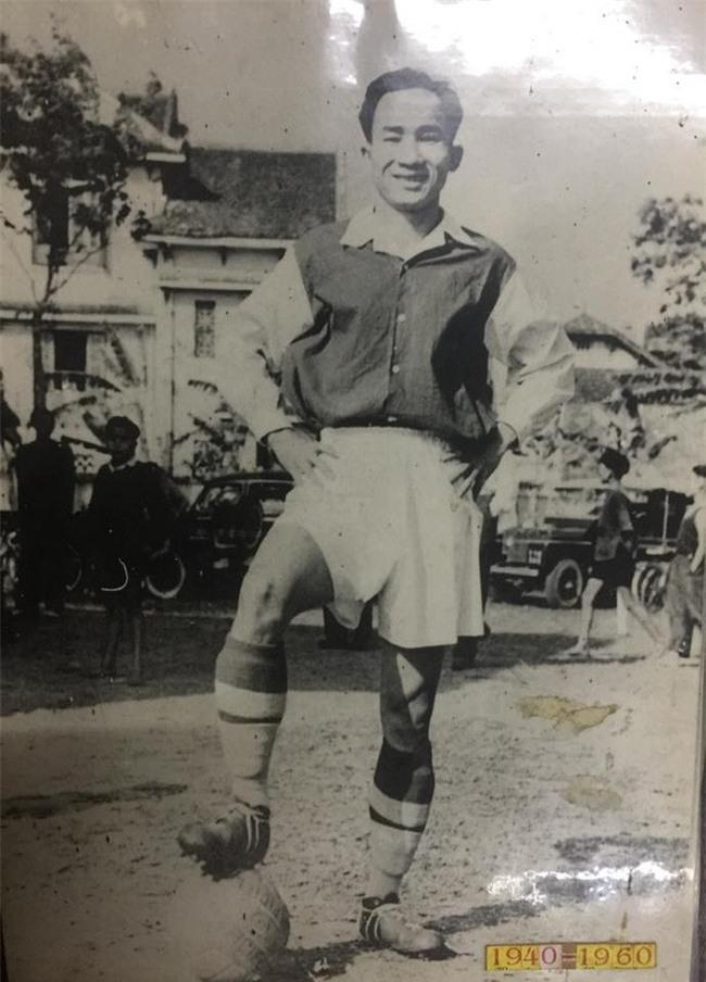 U23 Việt Nam hẳn sẽ bất ngờ khi xem ảnh bậc cha chú lần đầu sang Trung Quốc du đấu - Ảnh 3.