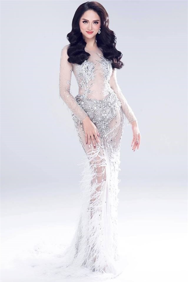 Hương Giang khoe khả năng catwalk điêu luyện trước thềm chinh chiến Hoa hậu Chuyển giới Quốc tế