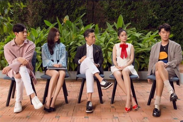 Chi Pu quả lợi hại! 'Chặt đẹp' cả Angela Phương Trinh và Tú Hảo khi diện lại thiết kế cũ - Ảnh 6.
