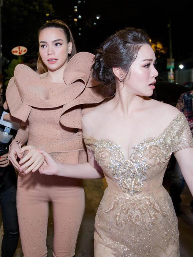 Nghiện mặc jumpsuit bó, chẳng trách loạt sao Việt thường khốn khổ trên sân khấu - Ảnh 1.