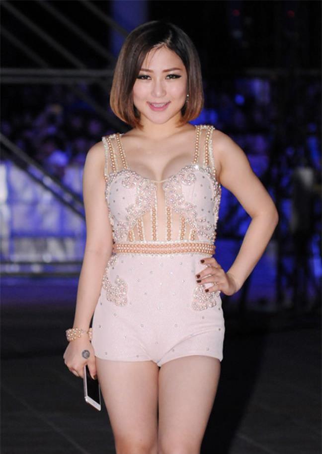 Nghiện mặc jumpsuit bó, chẳng trách loạt sao Việt thường khốn khổ trên sân khấu - Ảnh 6.