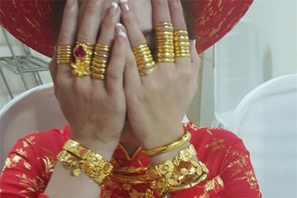 Ngày cưới được chị chồng cho vàng giả, lại còn đem khoe khắp nơi, nàng dâu nhờ tư vấn sẽ tặng gì trong đám cưới chị - Ảnh 2.