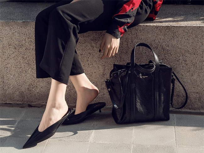 Kỳ Duyên chưng cầu ý dân đôi giày đinh tủa chia chỉa, nếu mua thật thì chắc chẳng ai dám đứng gần - Ảnh 2.