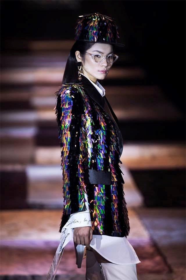 Để tóc dài trang điểm đậm đã không hợp, Hoa hậu HHen Niê còn thua Tóc Tiên trong khoản diện đồ khi mặc chung đồ - Ảnh 10.