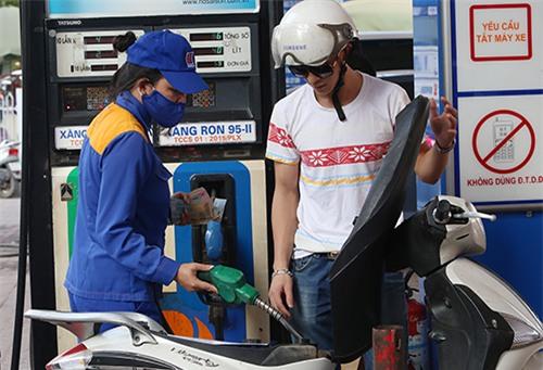 Giá xăng dầu, giữ nguyên giá xăng dầu, điều chỉnh giá xăng dầu, quỹ bình ổn xăng dầu,