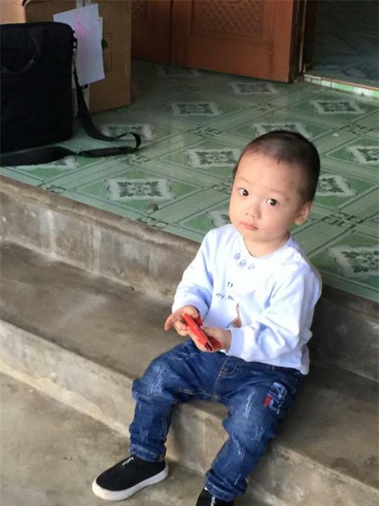 Con trai thiếu uý ung thư nhường sự sống cho con trong vòng tay Bộ trưởng Y tế