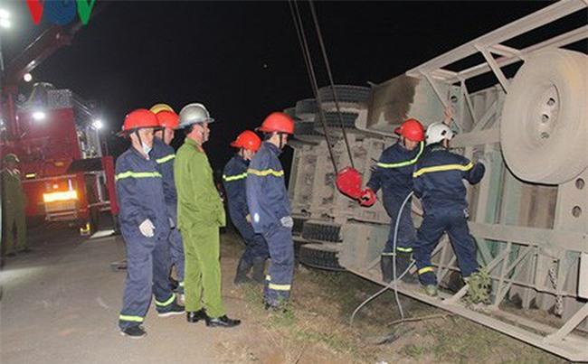 Lật xe container đè chết 2 phụ nữ đi bộ