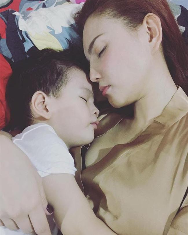Chỉ mẹ đơn thân mới hiểu đến tận cùng: Sao Việt nhói lòng khi con bất ngờ hỏi về bố