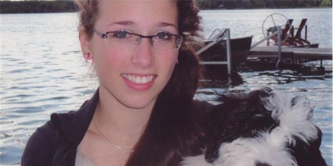 Nữ sinh bị 4 bạn nam hãm hiếp và tung ảnh lên mạng, 2 năm sau, mẹ cô bé phát hiện cảnh tượng kinh hoàng trong phòng tắm - Ảnh 1.