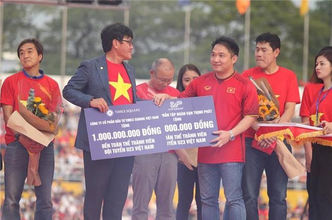 Dàn sao U23 Việt Nam mở hội tại TP.HCM - Ảnh 10.
