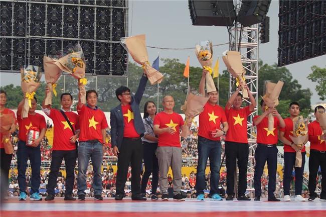 Dàn sao U23 Việt Nam mở hội tại TP.HCM - Ảnh 11.