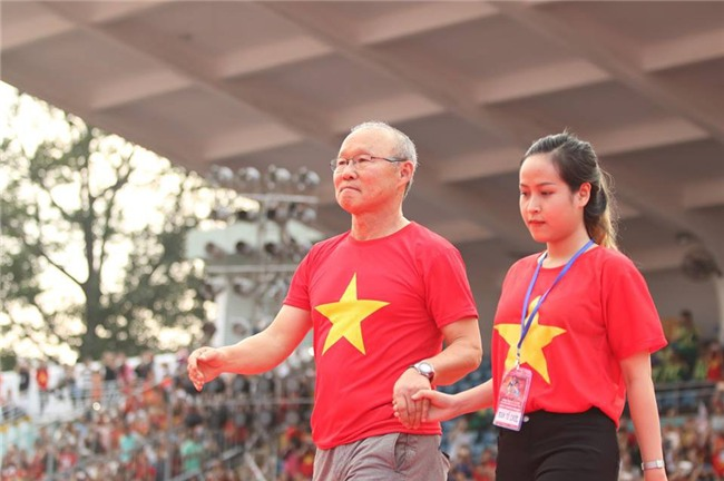 Dàn sao U23 Việt Nam mở hội tại TP.HCM - Ảnh 2.