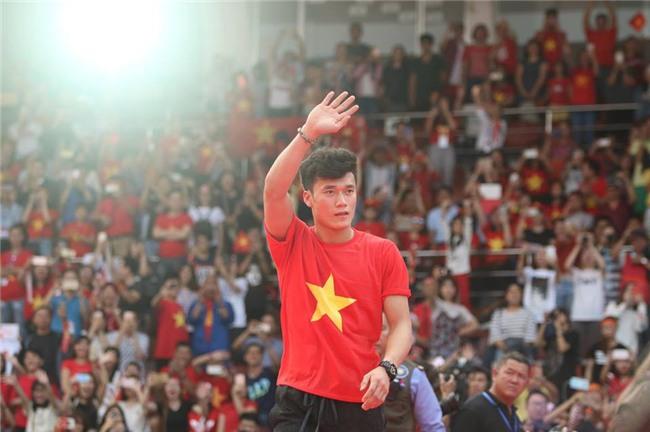 Dàn sao U23 Việt Nam mở hội tại TP.HCM - Ảnh 3.
