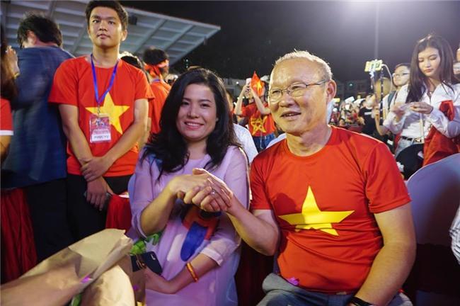 Dàn sao U23 Việt Nam mở hội tại TP.HCM - Ảnh 8.