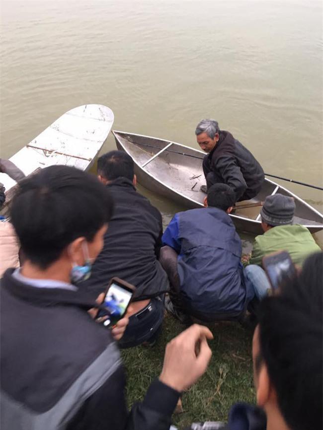 Vụ 4 người trong gia đình đuối nước: 3 nạn nhân tìm thấy cùng một chỗ, một cháu bé cứu lên gần bờ thì tử vong - Ảnh 1.