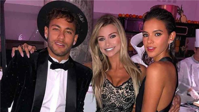 Thủ thành điển trai ôm hôn siêu mẫu Victorias Secret giữa tiệc sinh nhật của Neymar - Ảnh 3.