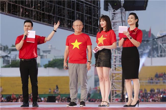 HLV Park Hang-seo rơi nước mắt khi nghe ca khúc truyền thống Hàn Quốc ngay tại Việt Nam-2