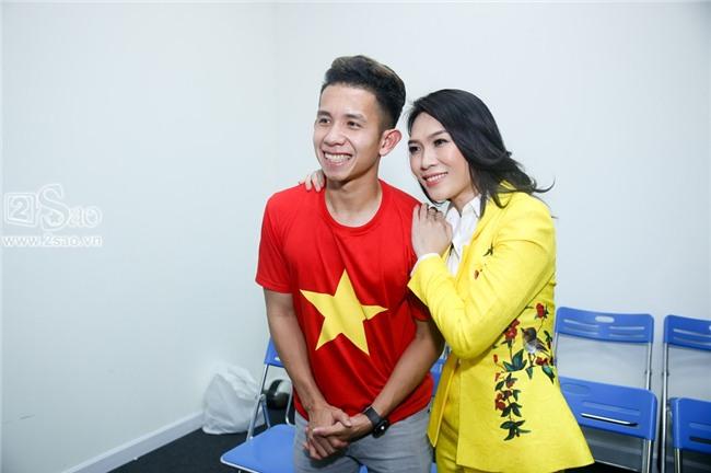 ĐỘC QUYỀN: Mỹ Tâm bắt tay thuyền trưởng Park Hang-seo, selfie cùng dàn cầu thủ U23-8