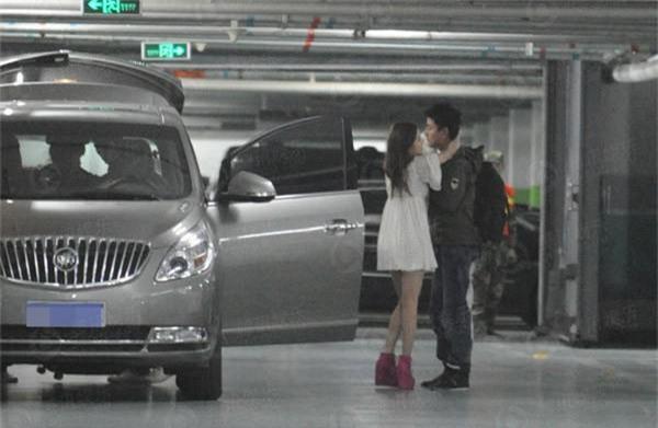 Sau tin cố tình có bầu, Lý Tiểu Lộ lại bị tung loạt ảnh ôm hôn Giả Nãi Lượng