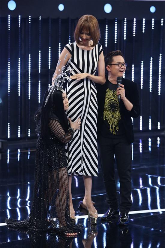 HÀI HƯỚC: Dàn sao Việt bị mẫu nữ 1m90 dìm hàng chiều cao thê thảm-3