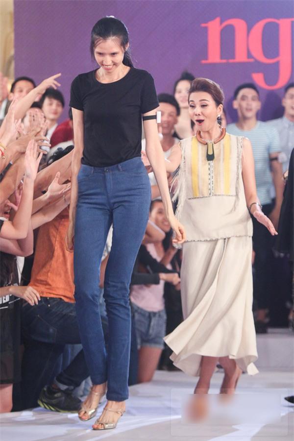 HÀI HƯỚC: Dàn sao Việt bị mẫu nữ 1m90 dìm hàng chiều cao thê thảm-6