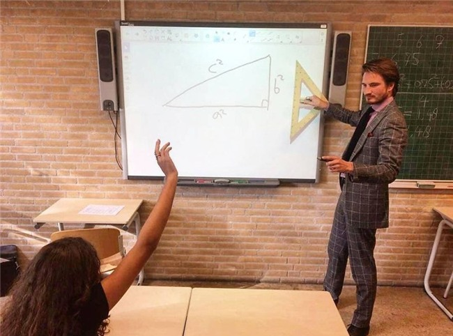 Thêm một thầy giáo dạy Toán đẹp trai khiến cư dân mạng sôi sục - Ảnh 1.