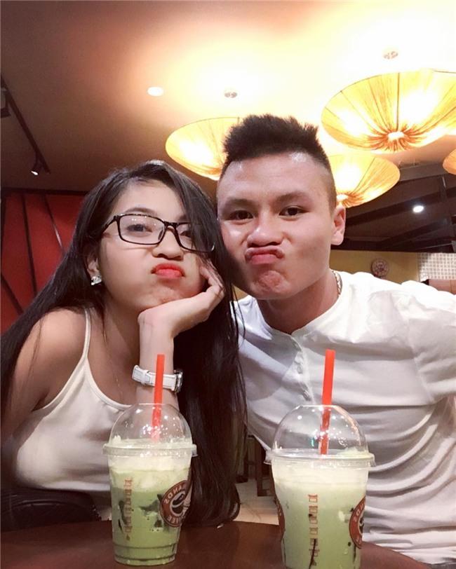 Ở bên bạn gái, cầu thủ quốc dân Quang Hải thay đổi 180 độ thành mèo ngoan-2