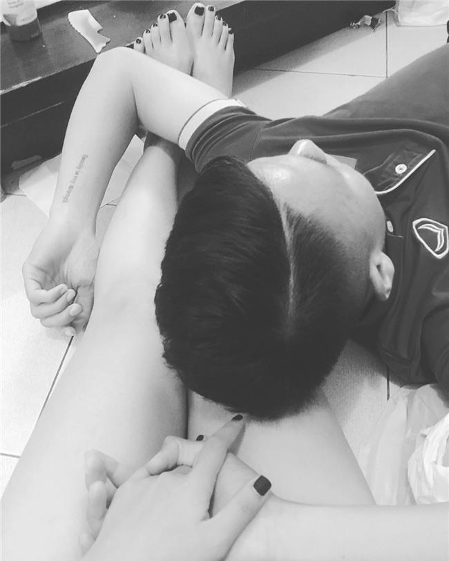 Ở bên bạn gái, cầu thủ quốc dân Quang Hải thay đổi 180 độ thành mèo ngoan-12